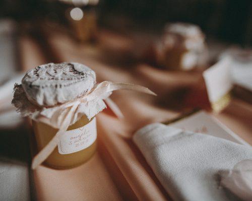 Cadeau-invites-pot-de-miel-mariage-peche-et-dore-studio-aloki
