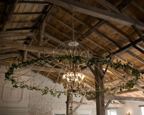 Mariage-naturel-et-vegetal-decoration-lustre-studio-aloki