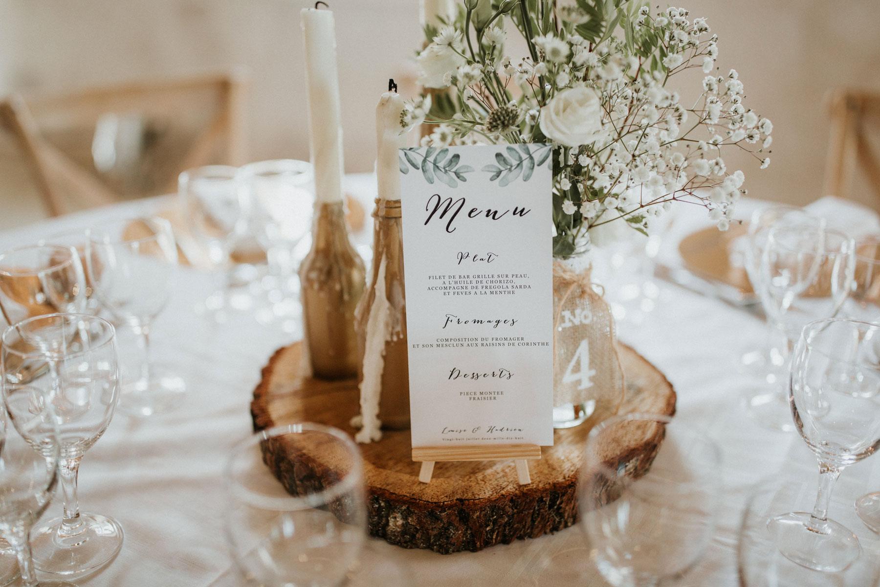 Mariage-naturel-et-vegetal-centre-de-table-rondin-de-bois-bouquet-champetre-bougies-studio-aloki