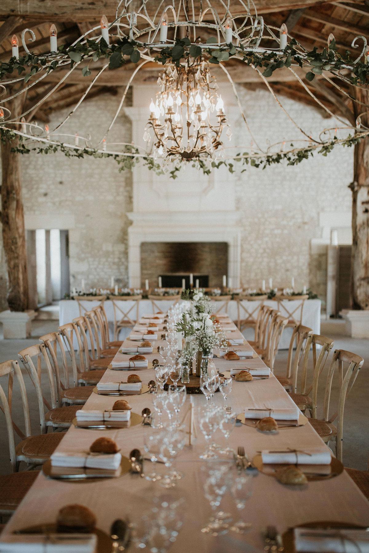 Mariage-naturel-et-vegetal-decoration-de-table-et-lustre-studio-aloki-2
