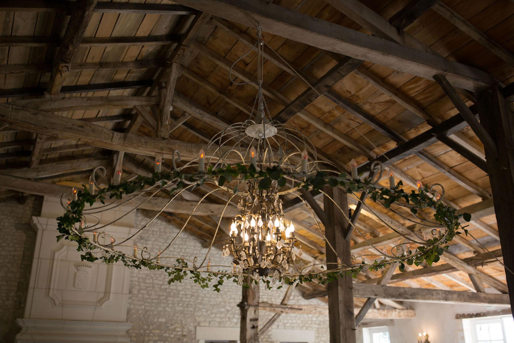 Mariage-naturel-et-vegetal-decoration-lustre-studio-aloki