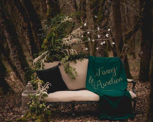 Mariage dans les bois canape accueil tissu calligraphie studio_aloki