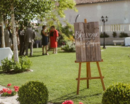 Pancarte-accueil-bois-decoartion-mariage-studi-aloki