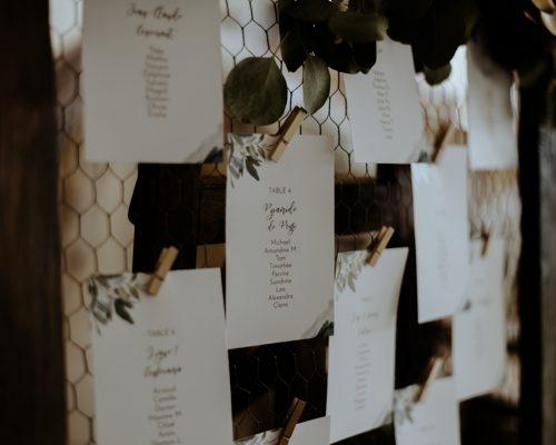 decoration-grillage-plan-de-table-mariage-fleurs-sechees-studio-aloki